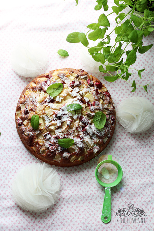 Ciasto-z-rabarbarem,-gruszka-i-mieta-3