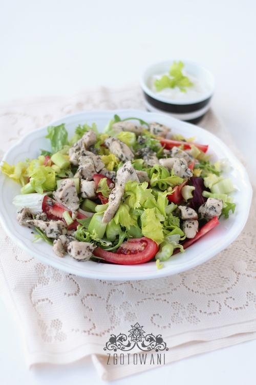 salatka-z-ziolowym-kurczakiem-i-selerem-naciowym-3