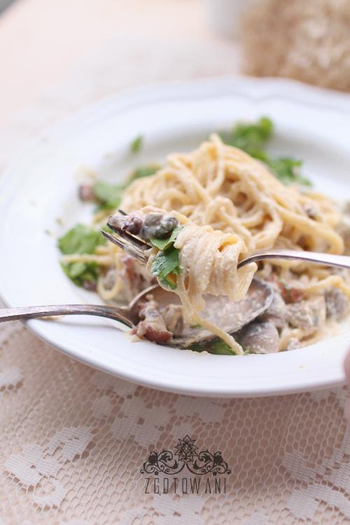 spaghetti-carbonara-z-pieczarkami-3