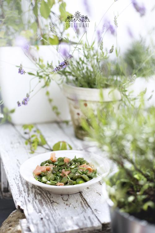 salatka z komosa ryzowa, bobem i lososiem 5