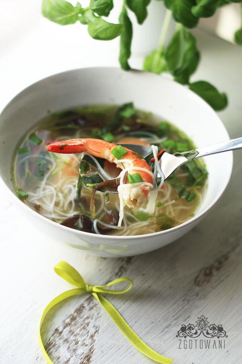 pikantna-zupka-z-krewetkami-1
