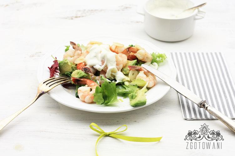 szybka-salatka-z-krewetkami-i-avokado-2