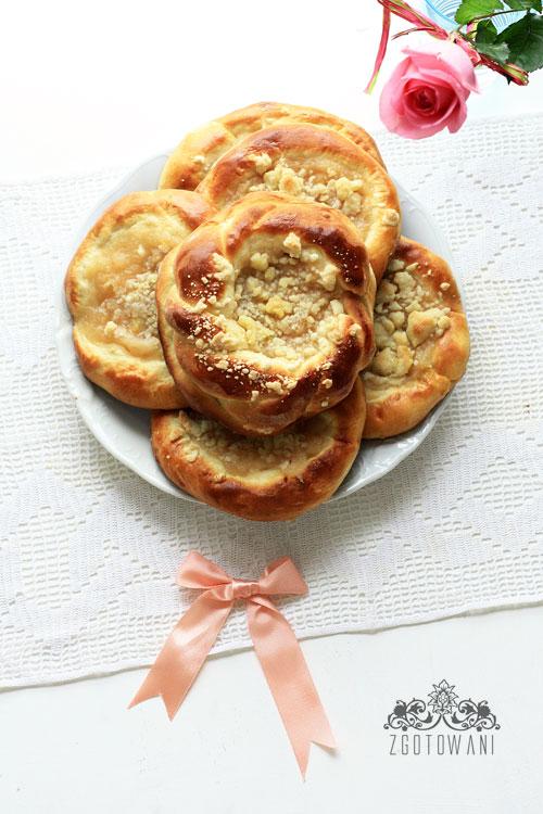 drozdzowka-z-jablkami-i-kruszonka-7