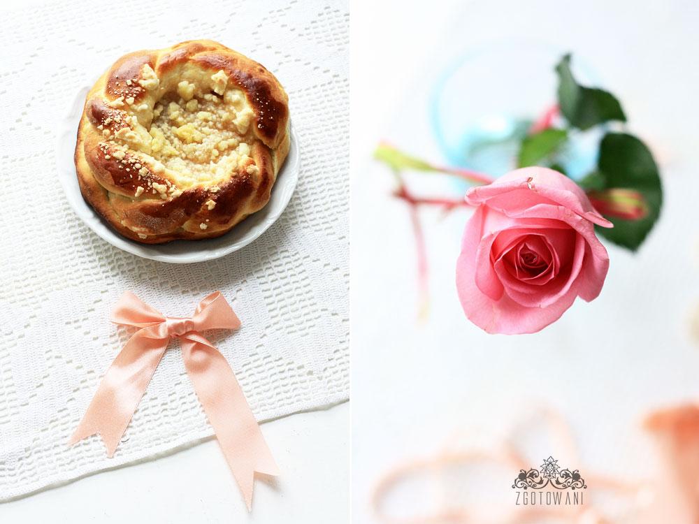 drozdzowka-z-jablkami-i-kruszonka-8