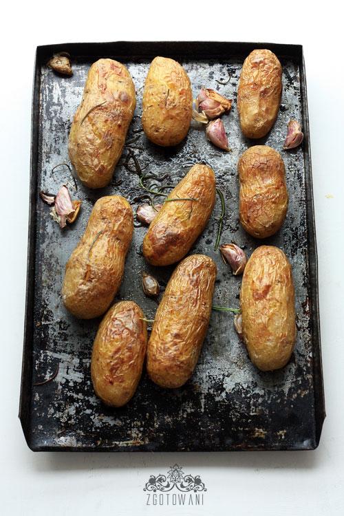 pieczone-ziemniaki-z-sosem-koperkowo-czosnkowym-4