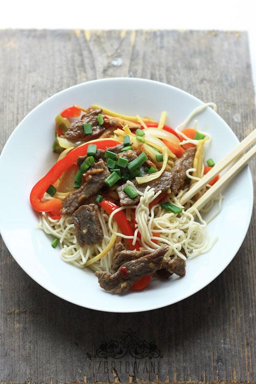 wolowina-z-makaronem-chow-mein-i-pedami-bambusa-3