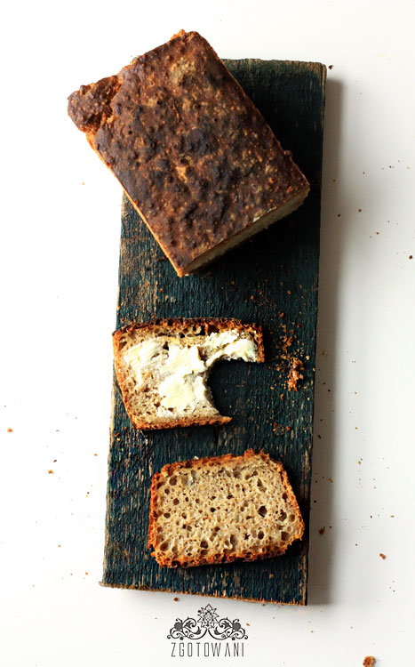 chleb-na-zakwasie-z-platkami-owsianymi-i-cebula-11