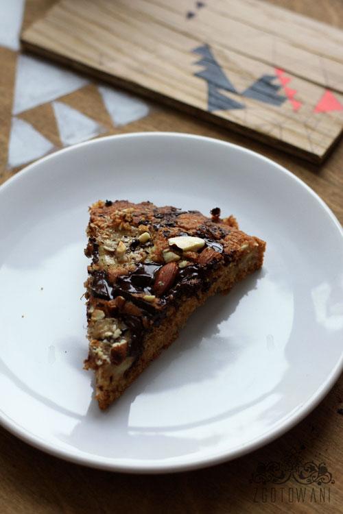 blyskawiczne-ciasto-z-bananami,-orzechami-i-czekolada-2