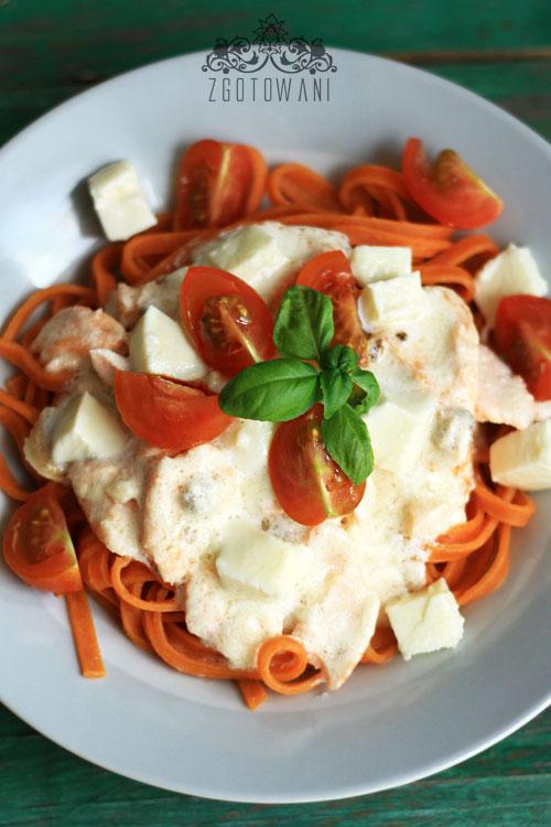 makaron-z-lososiem,-mozzarella-i-pomidorami-8