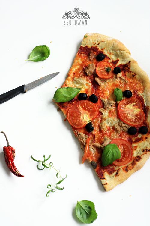 pizza-z-tunczykiem-oliwkami-i-kaparami-6