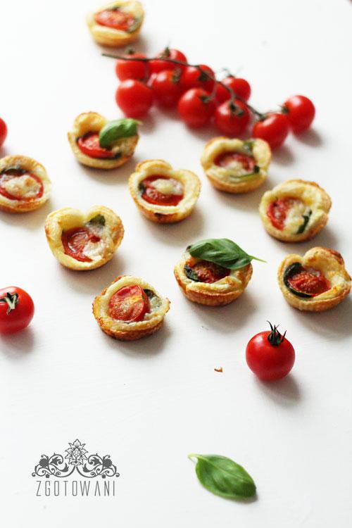 ciasto-francuskie-z-caprese-2