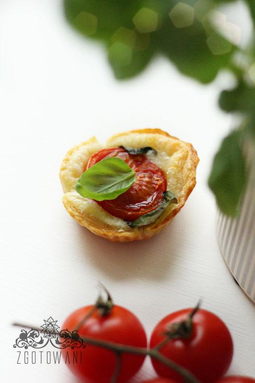 ciasto-francuskie-z-caprese-3