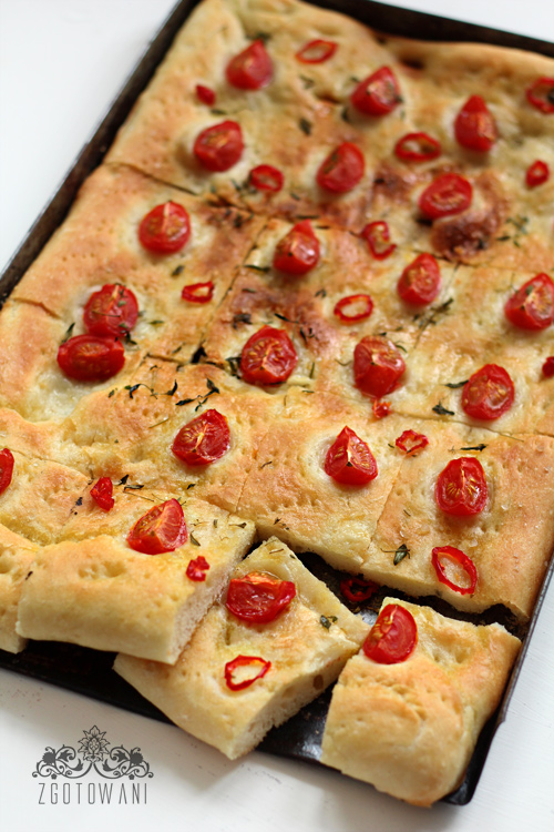 focaccia-z-pomidorkami-i-pikantna-papryczka-5