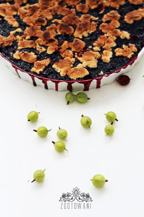 ciasto-z-agrestem,-porzeczkami-i-kruszonka-3