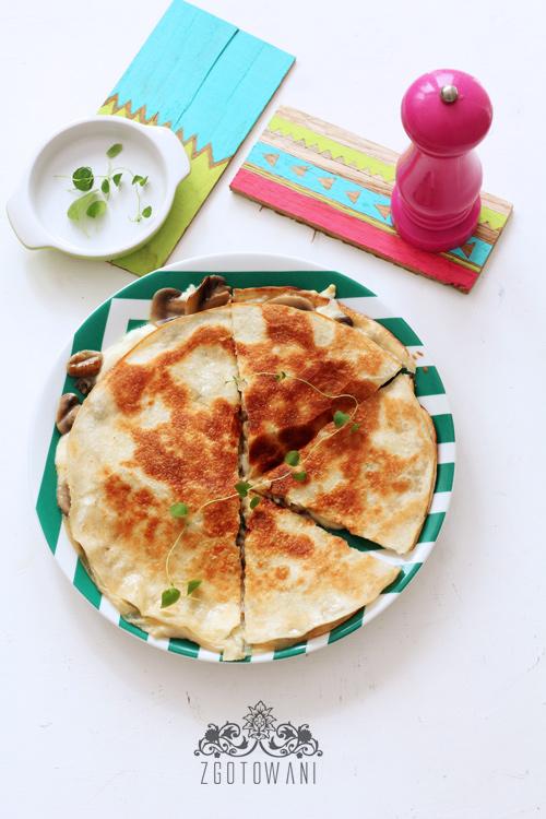quesadillas-z-pieczarkami-i-mozzarella-1