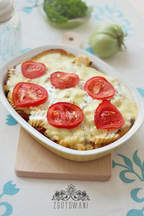 zapiekanka-z-mielona-wolowina,-pieczarkami,-mozzarella-i-pomidorami-1