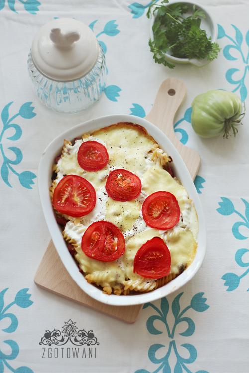 zapiekanka-z-mielona-wolowina,-pieczarkami,-mozzarella-i-pomidorami-3