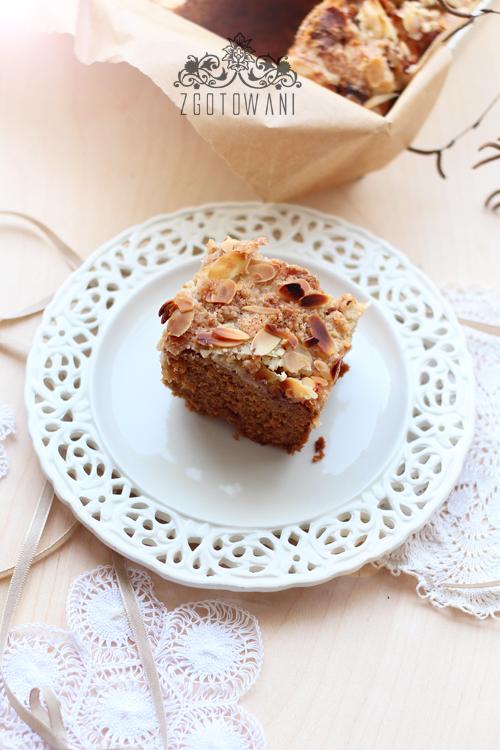ciasto-z-jablkami-kruszonka-i-migdalami-6