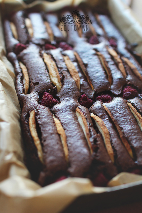 brownies-z-jablkami-i-malinami-5