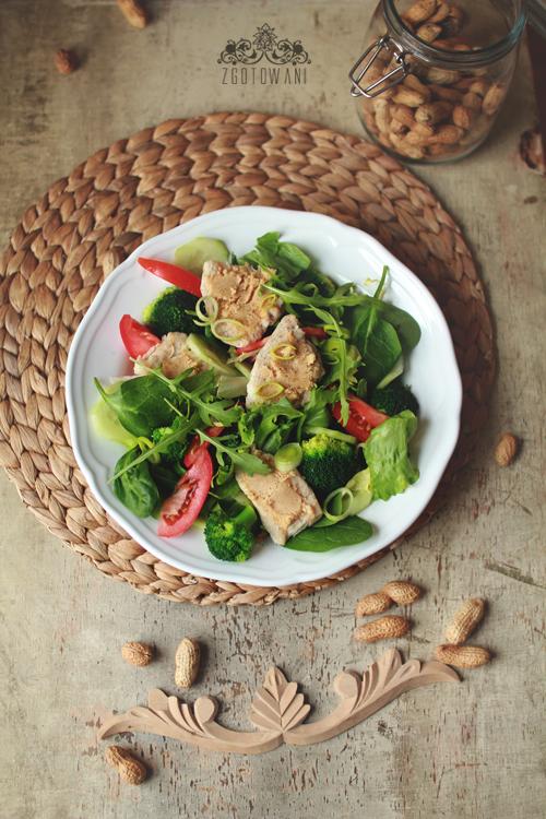 salatka z kurczakiem i maslem orzechowym 5